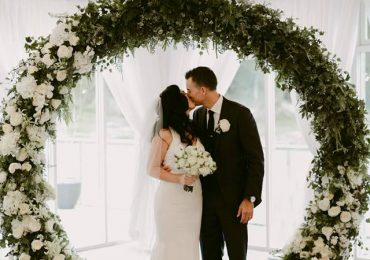 4 Reasons why to pick a hired arch over a fresh floral arch!