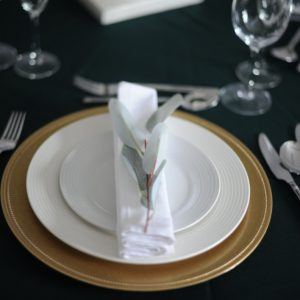 gold charger plate table setting